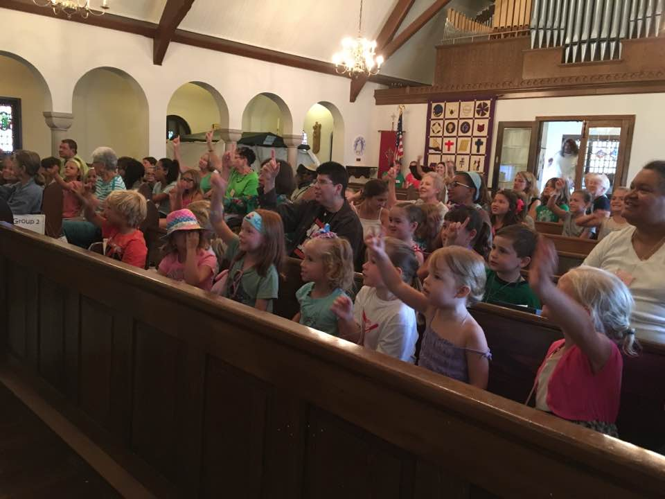 VBS 2017 group pic in pews